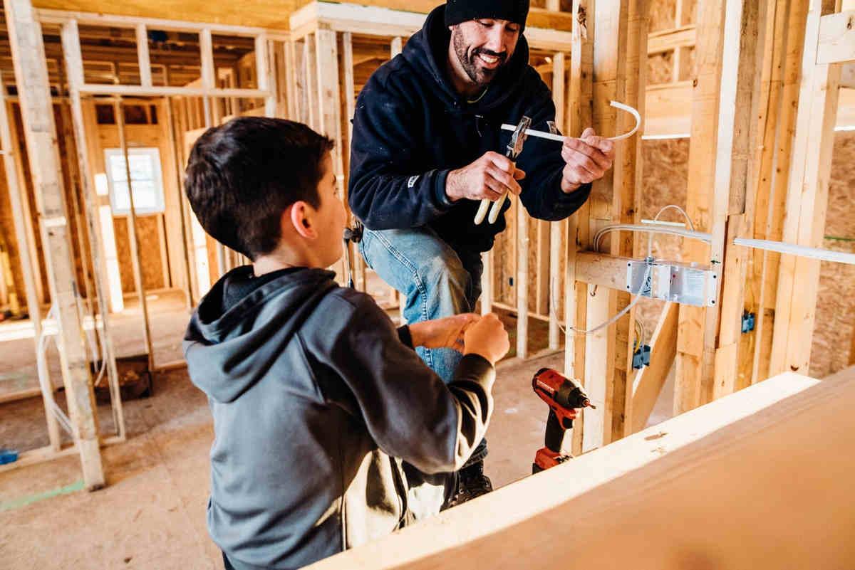 Planujesz budowę? Dowiedz się ile kosztuje budowa domu w stanie surowym.