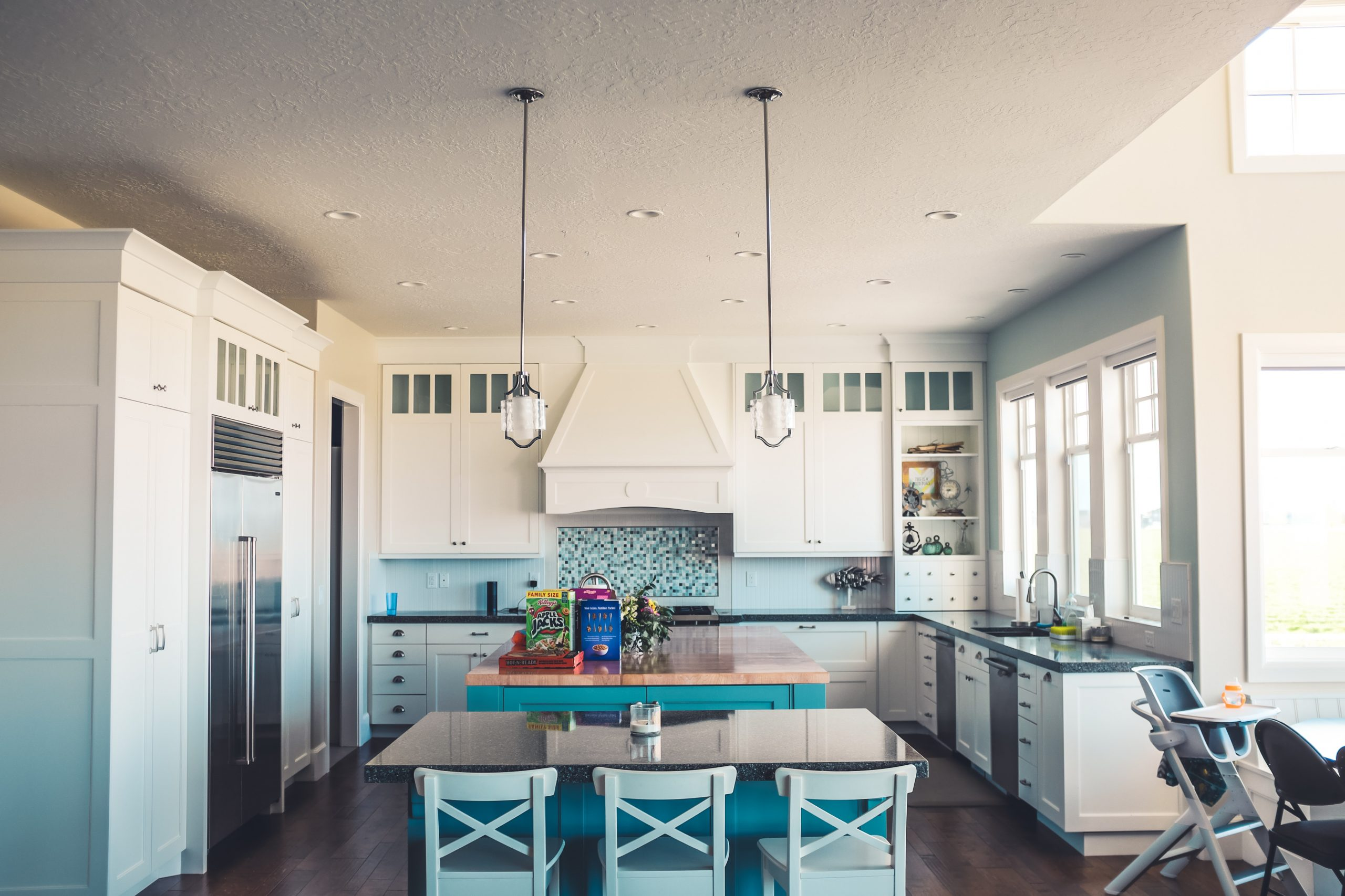 Na co zwrócić uwagę kupując stół i krzesła do kuchni?