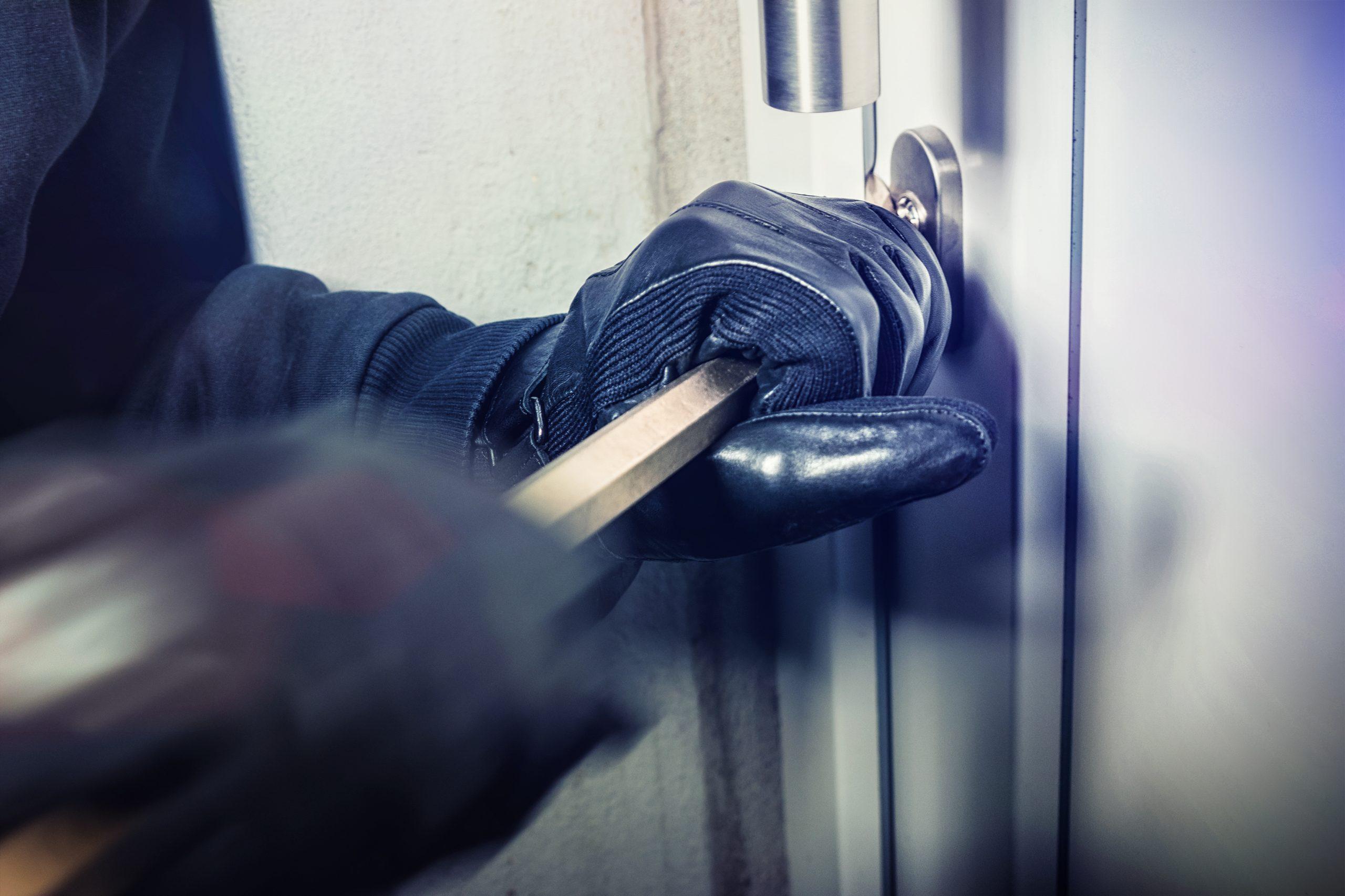 Jak zabezpieczyć dom przed włamaniem? Najlepsze sposoby, które ochronią budynek przed złodziejami