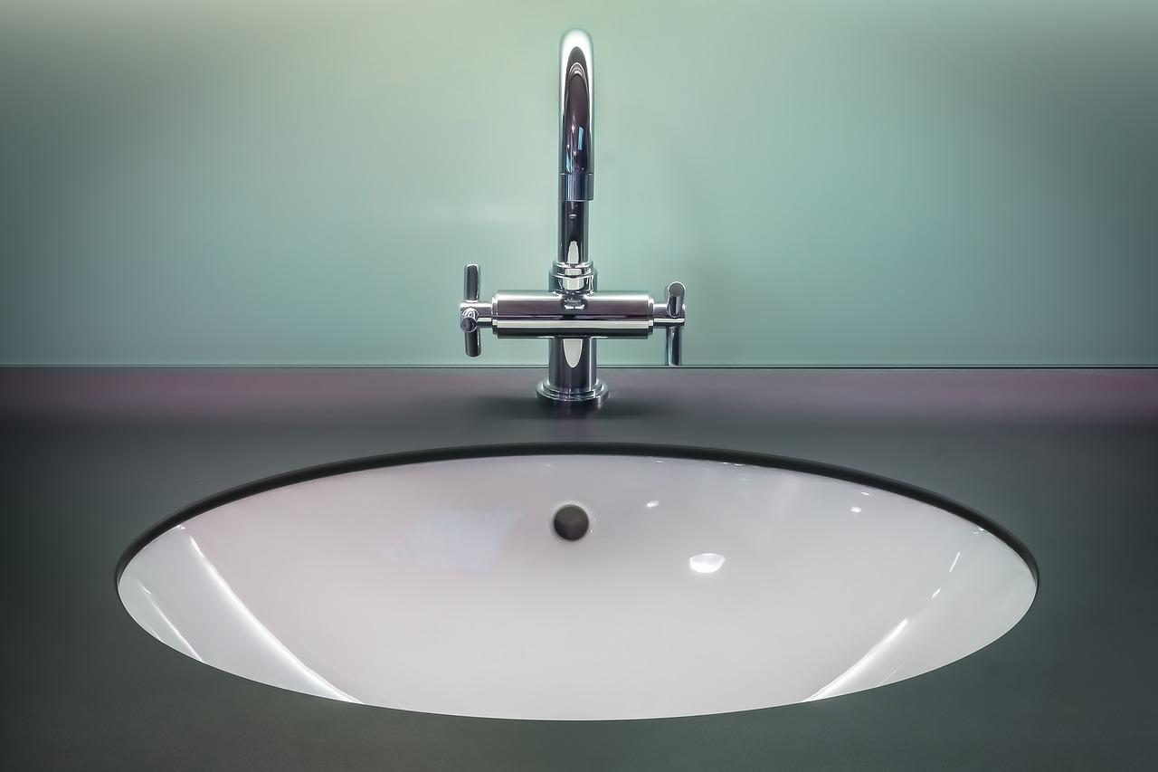 Wyposażenie publicznych toalet o dużym natężeniu ruchu. O czym należy pamiętać?