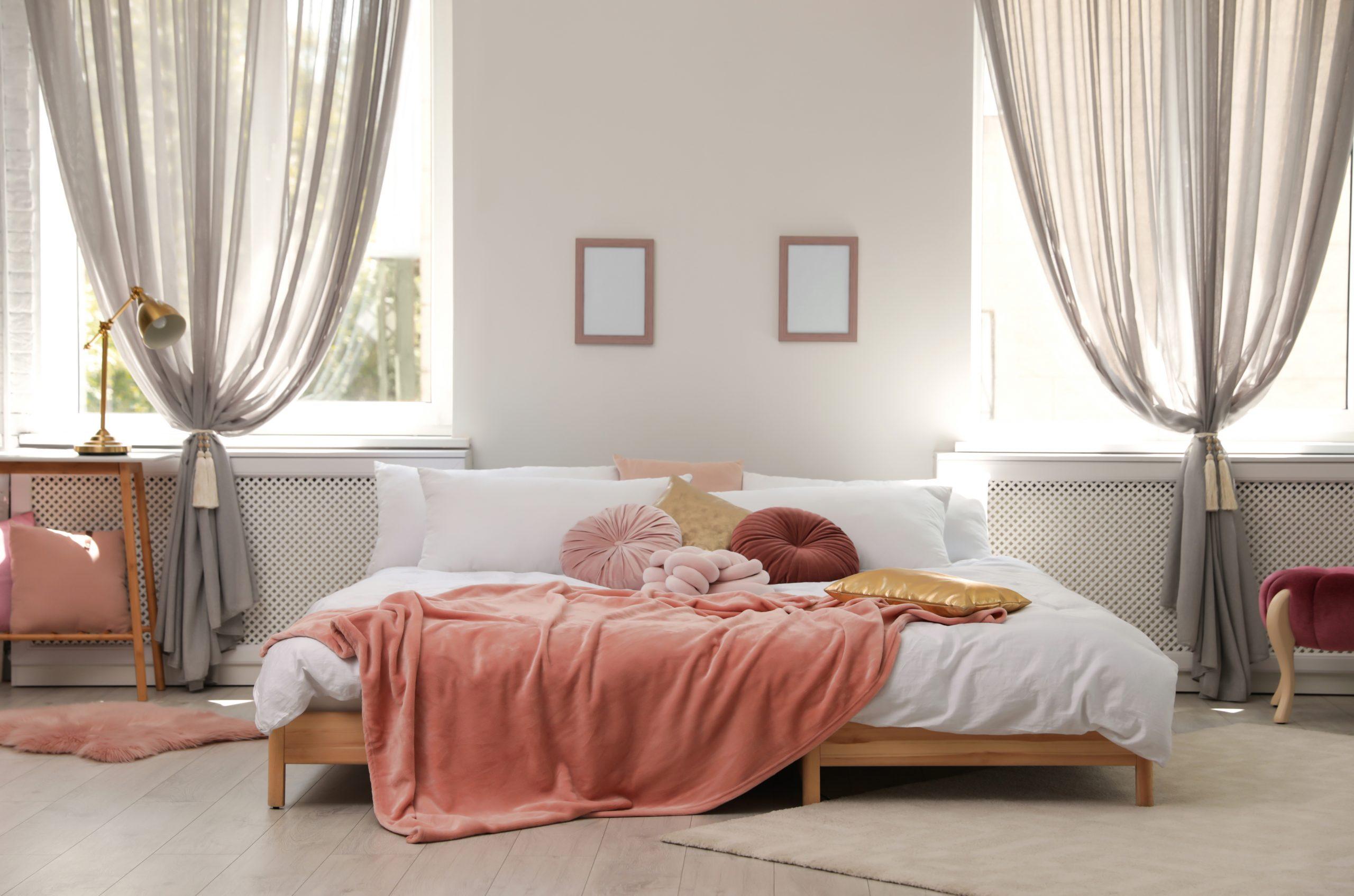 Trzy sprawdzone pomysły na firanki do sypialni