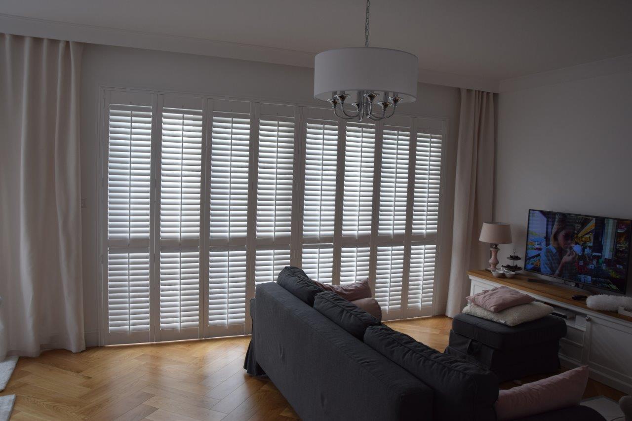 Co zamiast zasłon, firanek i rolet? Poznaj drewniane okiennice wewnętrzne!