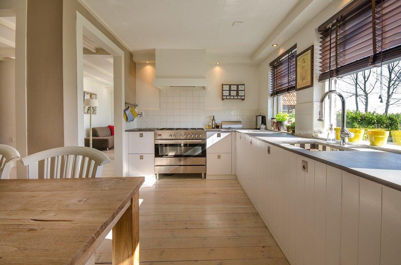 Jak wybrać płytki na ścianę w kuchni?