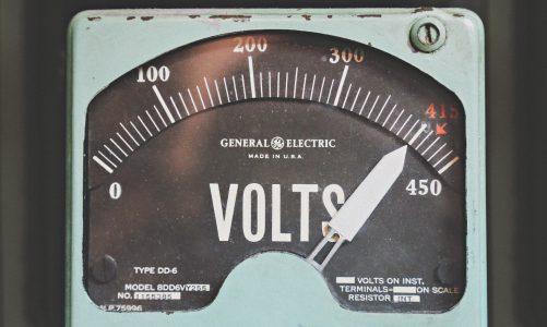 Najlepsze generatory do awaryjnego zasilania Twojego domu - jak wybrać odpowiedni model?